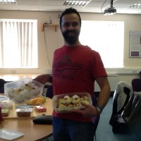 Amazing Dad brings cakes he cooked with his kids to the last incredible years group session.