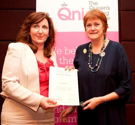 Jeannie Gordon receiving her QNI Award Certificate from Professor Jane Salvage, Chair-designate of the QNI.